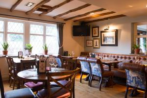 A restaurant or other place to eat at Innkeeper's Lodge Huddersfield, Kirkburton
