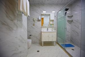 Um banheiro em Rusel Hotel