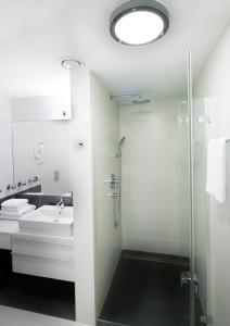 A bathroom at Baltic Plaza Hotel Medi Spa