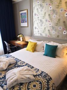 Een bed of bedden in een kamer bij Grand Hotel Bellevue - Grand Place