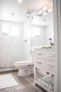 A bathroom at Sobe Lux