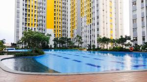 The swimming pool at or near 3BR near Sumarecon Mall Bekasi at The Springlake Apartment by Travelio