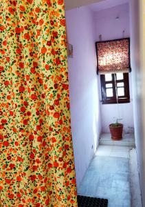 A bathroom at Natraj Guest House