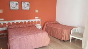 A bed or beds in a room at Pension Malida