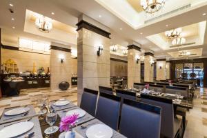 Um restaurante ou outro lugar para comer em Boudl Mahayel Aseer