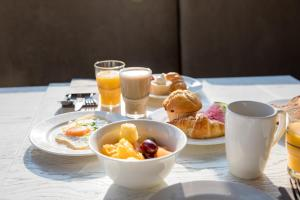 Breakfast options available to guests at aja Warnemünde