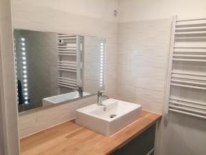 A bathroom at Studio Indépendant - Quartier Résidentiel