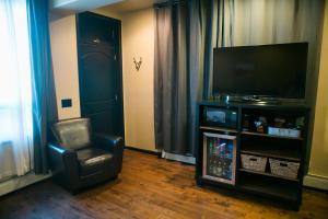 A television and/or entertainment centre at Hotel Frisco