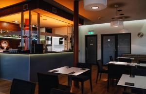 Restoran või mõni muu söögikoht majutusasutuses Veer Accommodation
