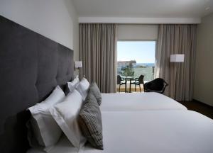 Een bed of bedden in een kamer bij Alcazar Hotel & SPA