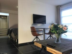 A television and/or entertainment centre at Het Kleinste Hof
