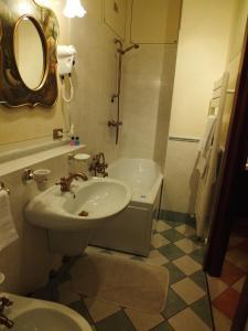 A bathroom at La Contrada dei Monti