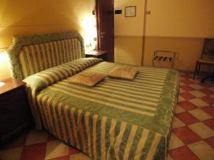 A bed or beds in a room at La Contrada dei Monti