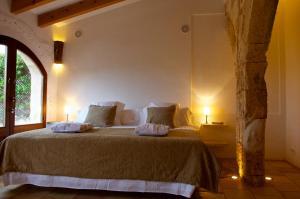 Cama o camas de una habitación en Alcaufar Vell Hotel Rural & Restaurant