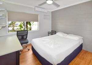 A bed or beds in a room at Cairns Adventure Lodge - includes All Meals served in the Dining Hall