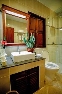 Ein Badezimmer in der Unterkunft Luangprabang View Hotel