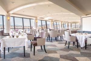 A restaurant or other place to eat at Sofitel Marseille Vieux-Port