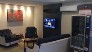 A television and/or entertainment centre at Partner Hotéis By Graju