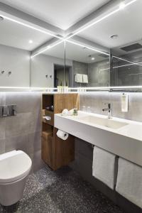 Een badkamer bij Lindner Hotel City Plaza