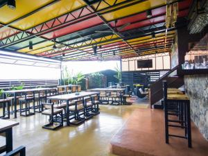 A restaurant or other place to eat at Sky Star Hotel KLIA/KLIA2