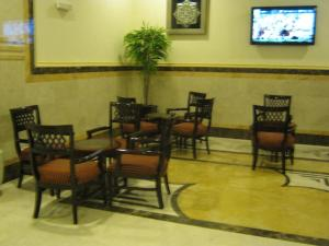 مطعم أو مكان آخر لتناول الطعام في Durrat Al Eiman Hotel
