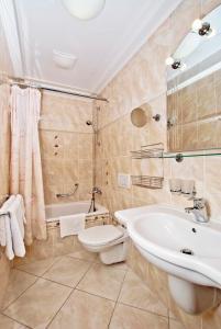 A bathroom at Villa Rosa