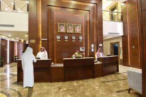 O saguão ou recepção de Zaha Al Munawara Hotel