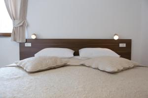 A bed or beds in a room at Guest House Plitvice Villa Verde