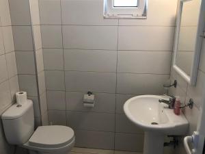 A bathroom at Kedros Rooms
