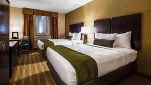 Letto o letti in una camera di Best Western Plus Plaza Hotel