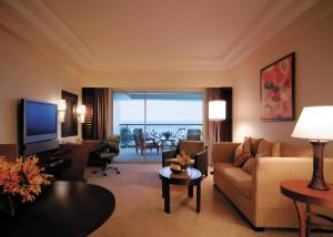 A seating area at Shangri-La Mactan, Cebu - Multiple Use Hotel