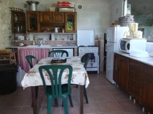 A kitchen or kitchenette at Chambres d'Hôtes Moulin de Rigoulières