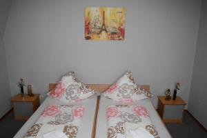 A bed or beds in a room at Hotel Restaurant Balkan
