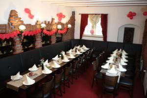 A restaurant or other place to eat at Hotel Restaurant Balkan