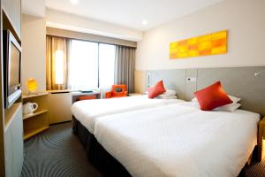 A bed or beds in a room at Hotel JAL City Kannai Yokohama