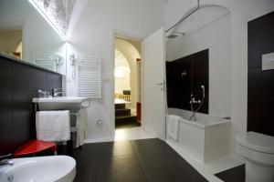 バジリアーニ ホテルにあるバスルーム