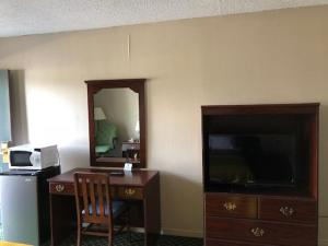 A television and/or entertainment center at Treetop Inn