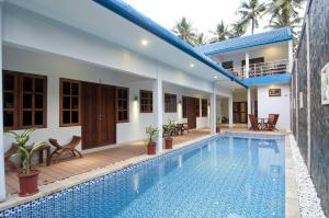 Piscine de l'établissement Lovina Oasis Hotel ou située à proximité