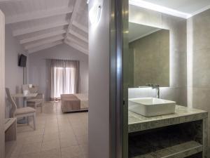 A bathroom at Zante Atlantis Hotel