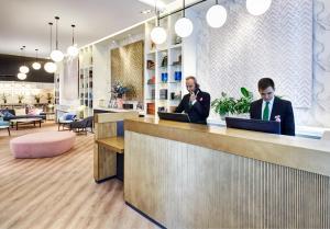 De lobby of receptie bij Sercotel Hotel Europa