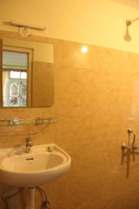A bathroom at OurGuest Dhatup Homestay