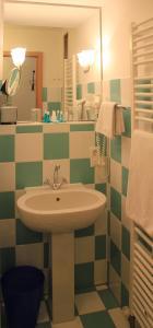 A bathroom at Hotel Agneshof Nürnberg