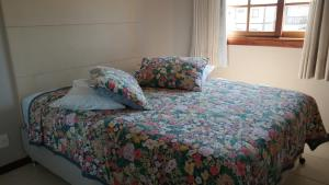 A bed or beds in a room at Praia do Forte Luxuoso Village