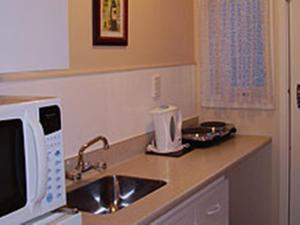 A kitchen or kitchenette at Merivale Court Motel