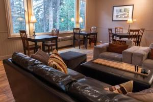 A seating area at Banff Boutique Inn