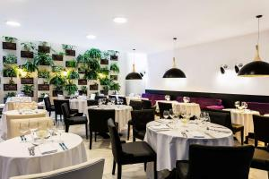 A restaurant or other place to eat at Nobile Hotel Copacabana Design