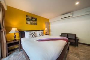 A bed or beds in a room at Kamala Beachfront Apartment