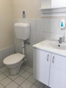 A bathroom at City West Motel