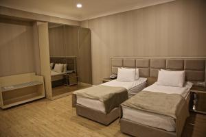 Cama ou camas em um quarto em Rusel Hotel