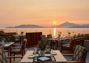 A restaurant or other place to eat at Maestral Resort & Casino